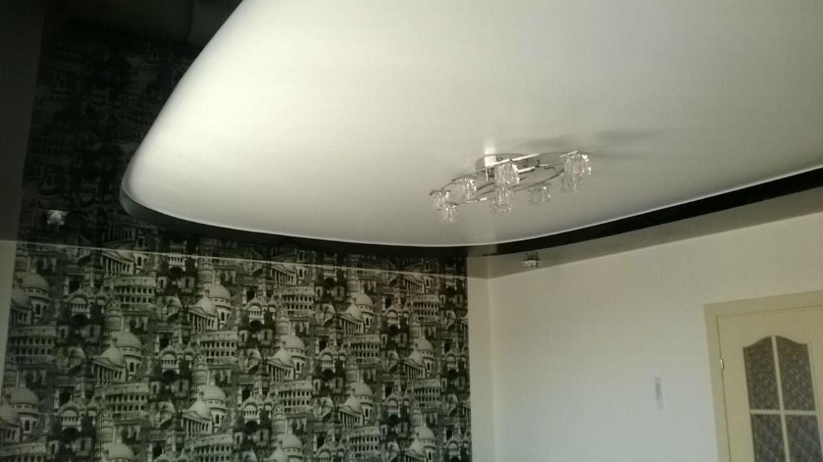 черно-белые двухуровневые натяжные потолки фото